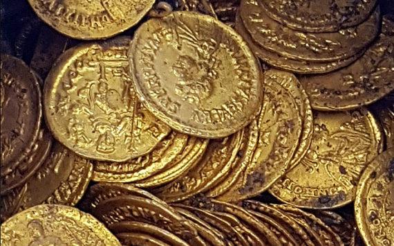 Découverte en Italie d'un trésor de 300 pièces d'or romaines de la fin de l'époque impériale