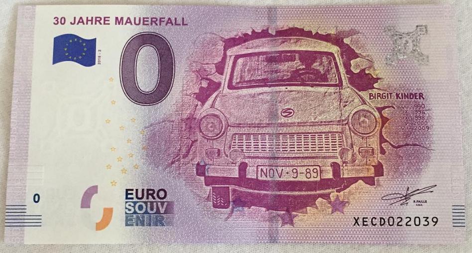 Billet touristique 2019: Une TRABANT à l'assaut du mur de BERLIN!