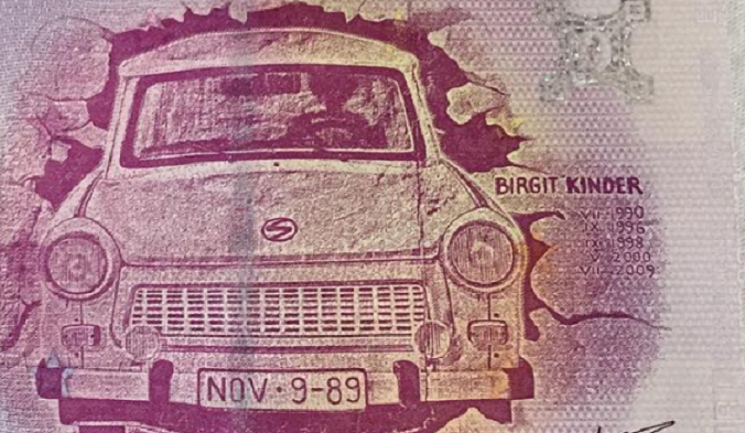 Zero euro banknote: TRABANT zum Angriff Berlinem Mauer/ TRABANT to the assault of BERLIN Wall