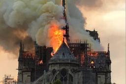 Incendie gigantesque à Notre dame de Paris