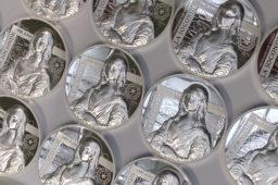 Comment frappe-t-on une monnaie en haut relief ?