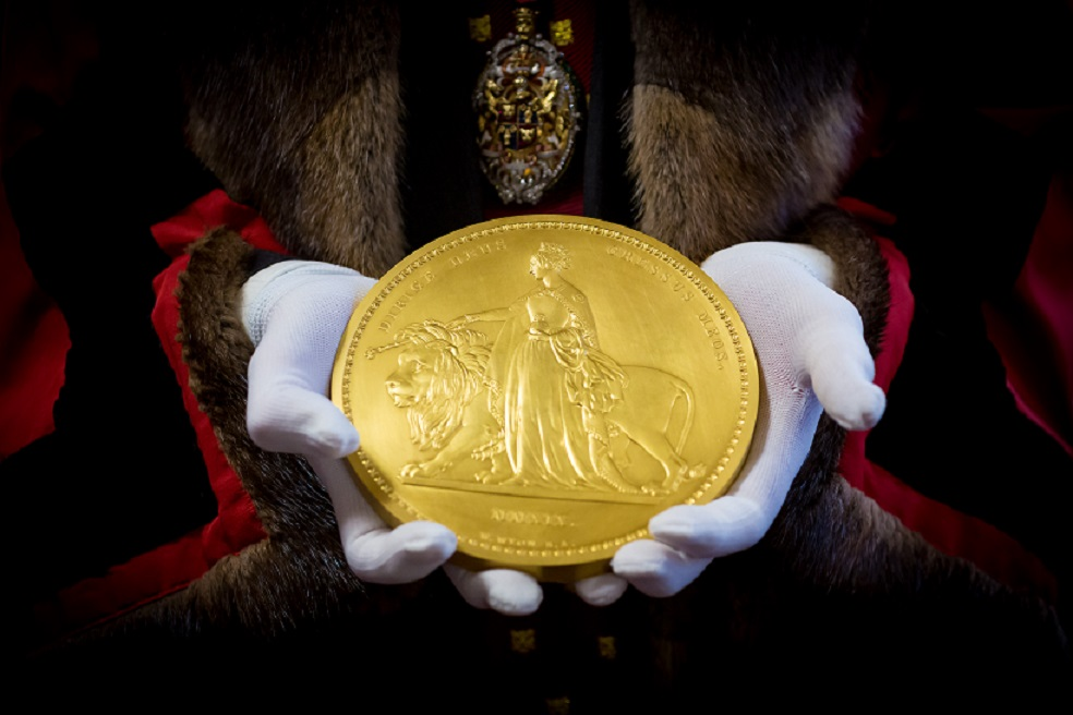 "The Royal Mint's ""Una and the Lion"" coins tested at Trial of the Pyx"