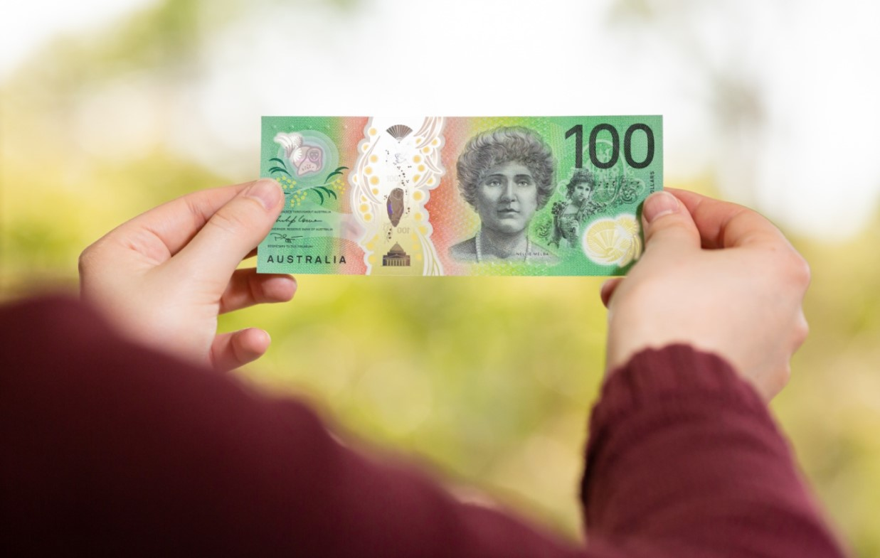 Nellie MELBA gives voice on the new Australian 100 AUD banknote!