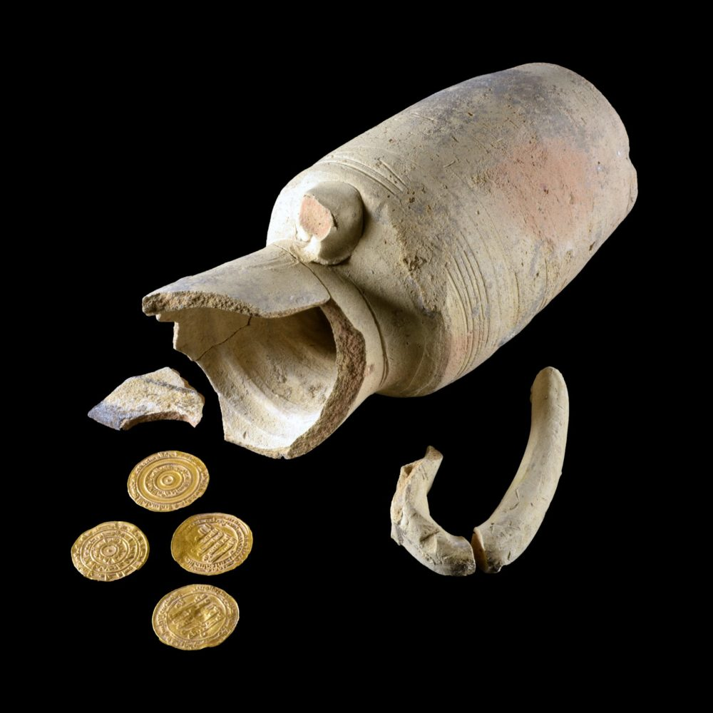Jerusalem of Gold: juglet containing four 1,000-year-old gold coins discovered