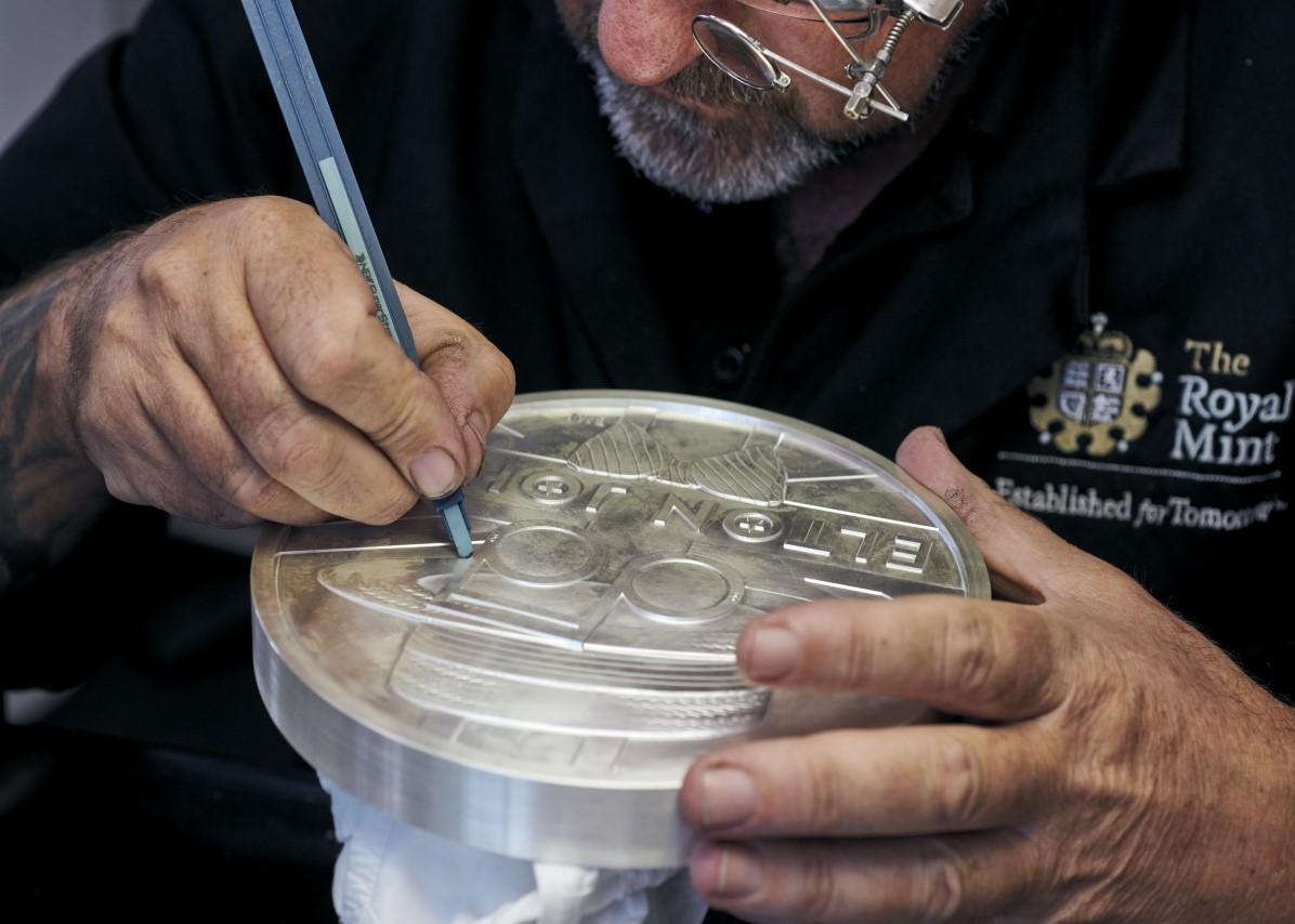2021 unique Elton JOHN's silver Medallion at Royal Mint Auction