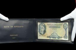 22 000 livres sterling pour un billet de 5 livres 1957 – vente DIX NOONAN