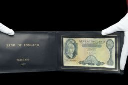 £22 000 for a 1957 fiver at DIX NOONAN auction house